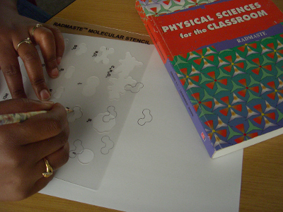 2D-modelling helps learners to identify shapes of common molecules.